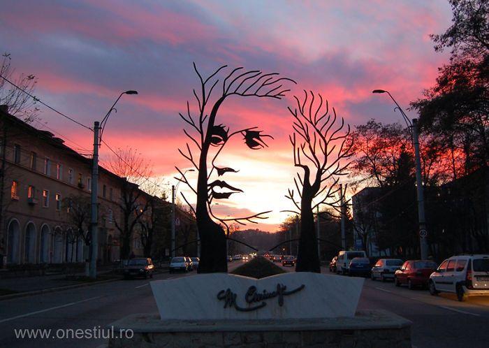 Escultura dedicada al poeta rumano Mihai Eminescu (Rumania)