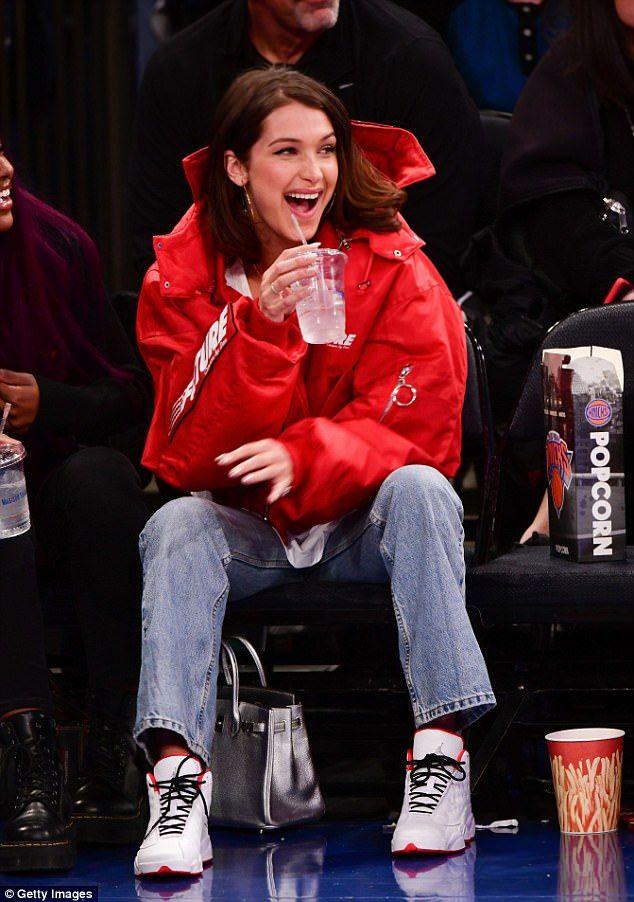 Chic Bella Hadid watches basketball game at Madison Square Garden – bu çok karışık