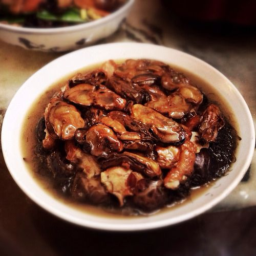 Braised Dried Oysters With Black Sea Moss And Roast Pork