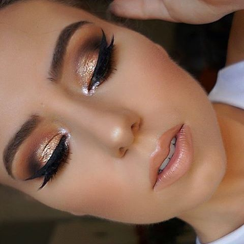 I M Absolutely In Love For This Makeup By The Lovely Roseandben Roseandben Smokey Eye Makeup Gold Smokey Eye Eye Makeup