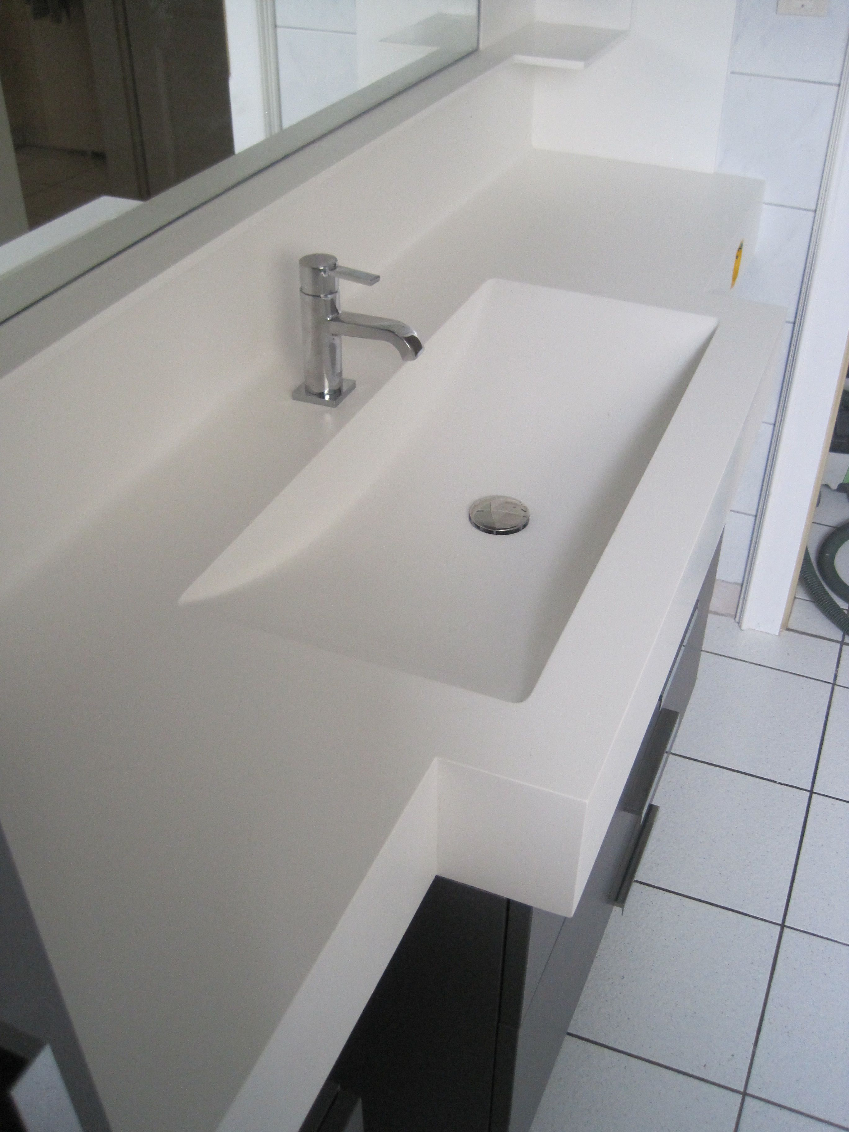 Plan Vasque Varicor Avec Vasque Cintree Sur Mesure Et Remonte Arriere Avec Tablette Plan Vasque Vasque Salle De Bain Vasque