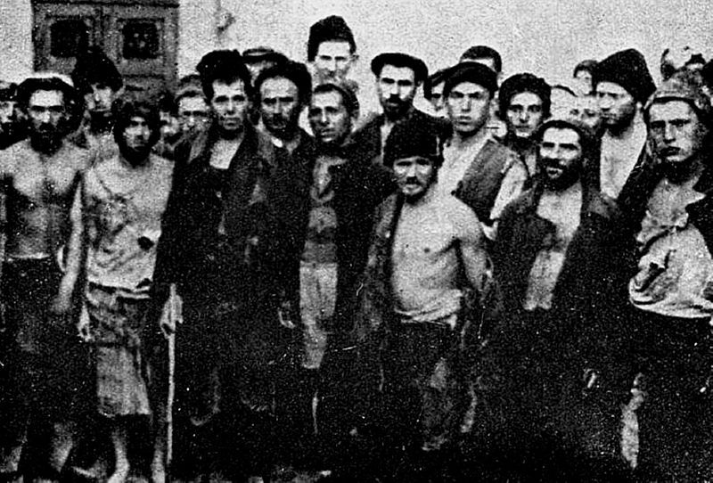 Romanian Jews forcefully conscripted as a labor force behind the Eastern Front, in the Baldovineşti suburb of Brăila. Snapshot taken in spring 1944.