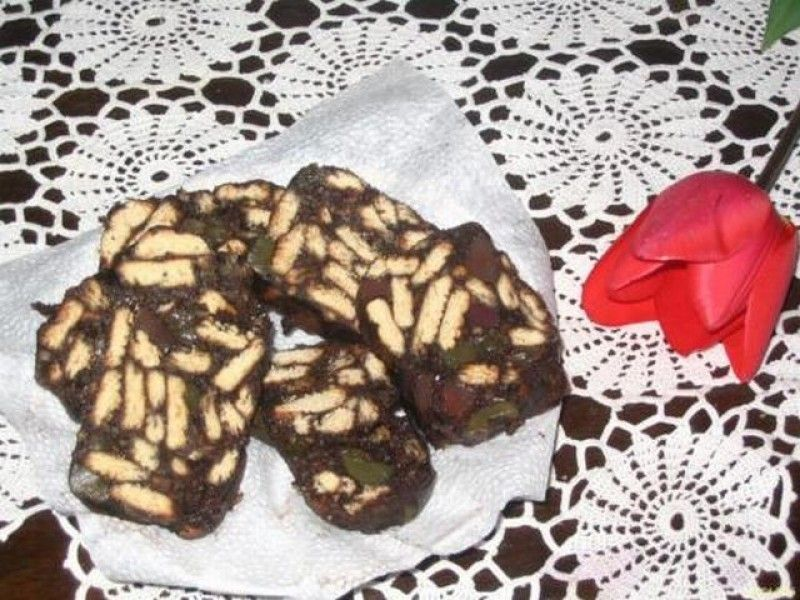 Salam de biscuiti cu nuca sau stafide