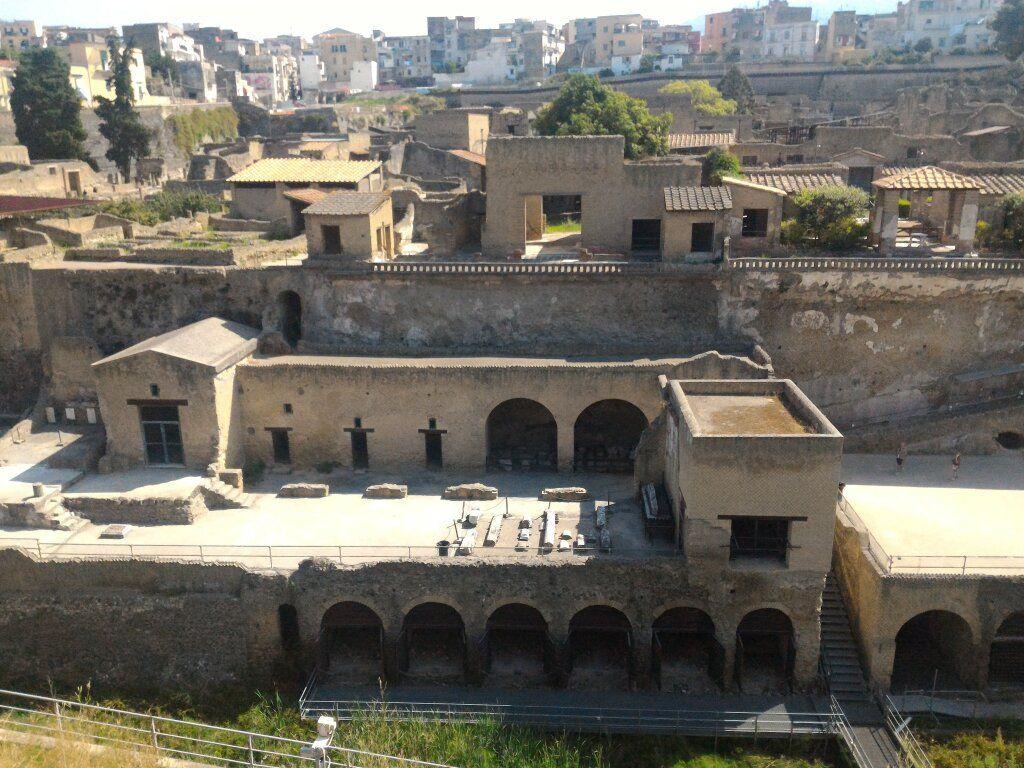 Scavi Archeologici Di Ercolano Better Than Pompei Italy