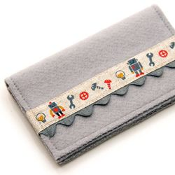 Love love love this sweet yet pointedly hilarious business card wallet. (via tryhandmade)
