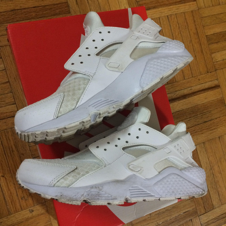 Nike Air Huarache sz 9 all white sz 9