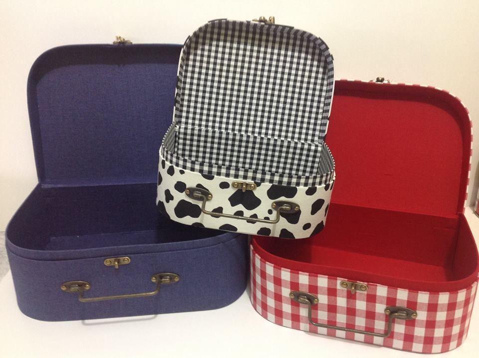 Trio de maletas de cartonagem para festa fazendinha.