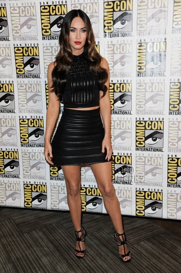 Megan Fox Gets Hearts Pumping In A Fiercely Sexy Outfit At Comic-Con! Wow!