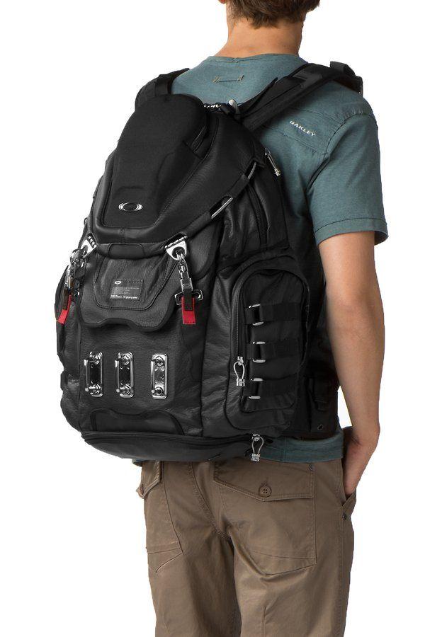 Oakley Backpack – Mens Kitchen Sink – On Back