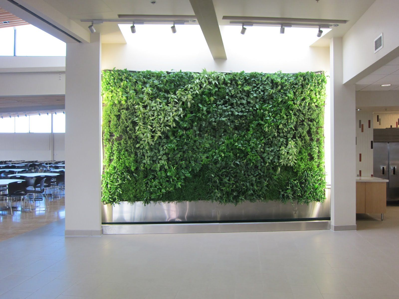 Amazing Green Wall Decorating With Live Plants