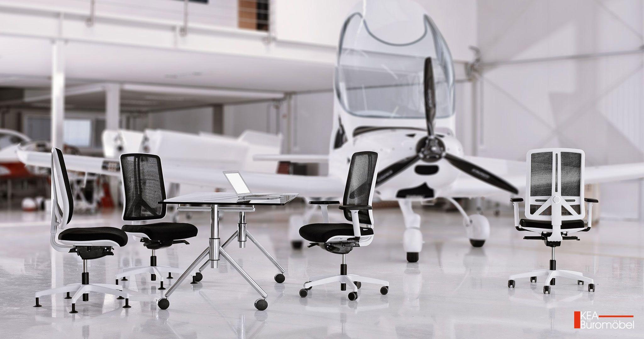 Kea Bürostuehle in verschieden Gestellfarben mit Netzrücken und Kea Armlehnen auf Wunsch