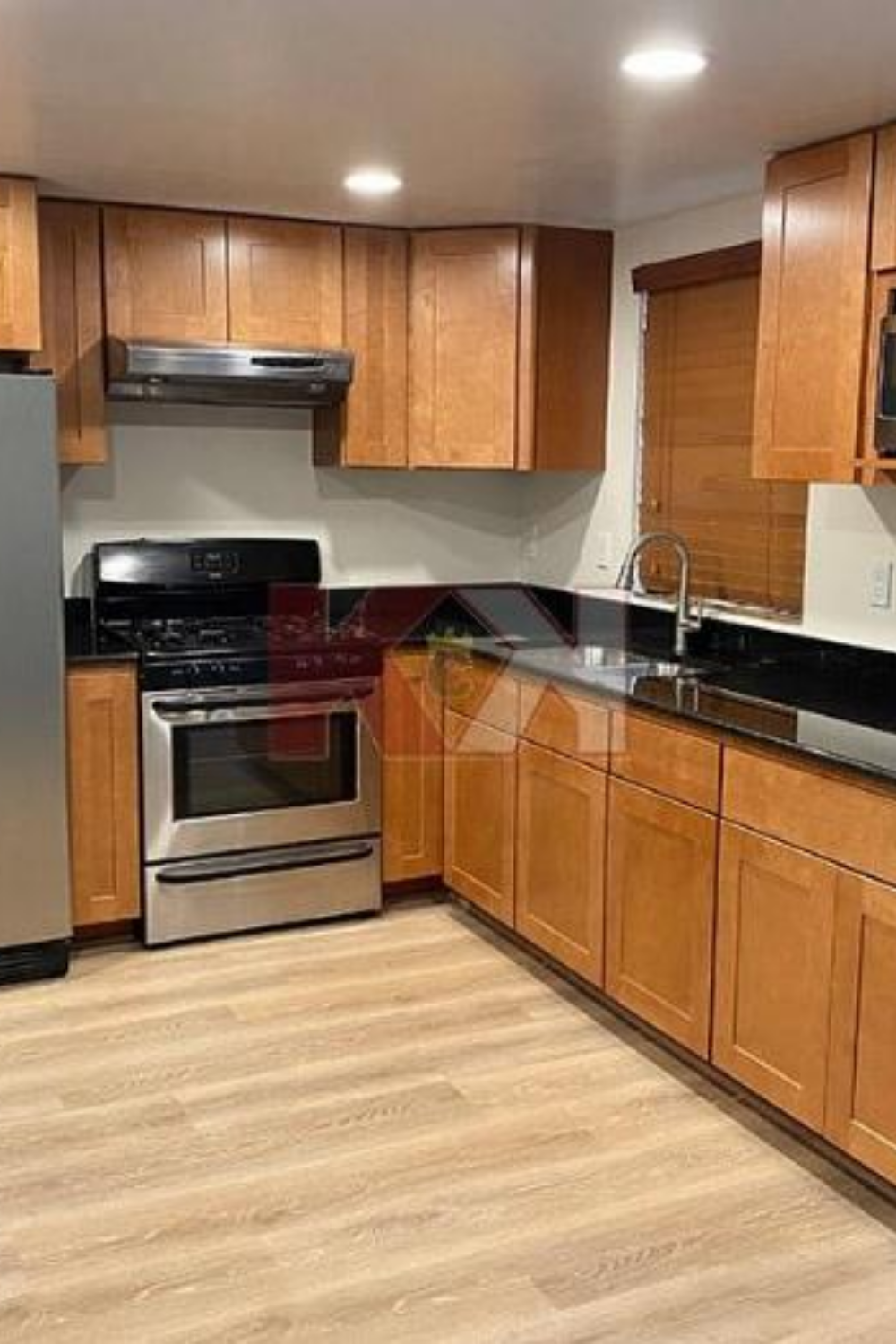 Madison Honey Kitchen Cabinets In 2020 Kitchen Cabinets Kitchen Cabinet Kings Kitchen