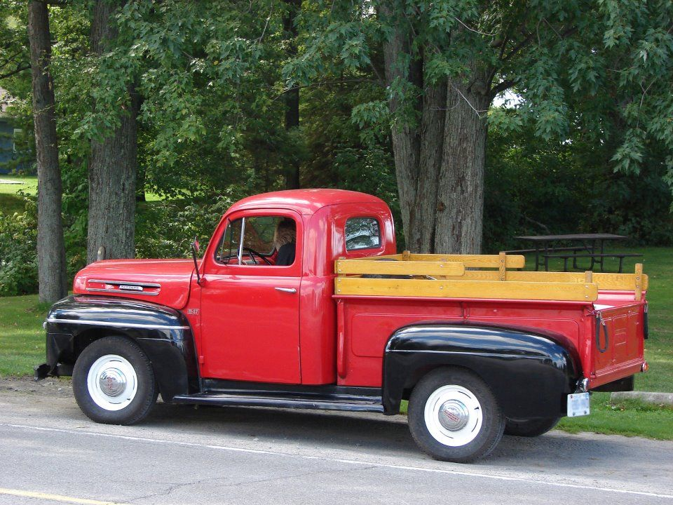 Love this old truck! And it\'s been lovingly maintained by it\'s owner ...