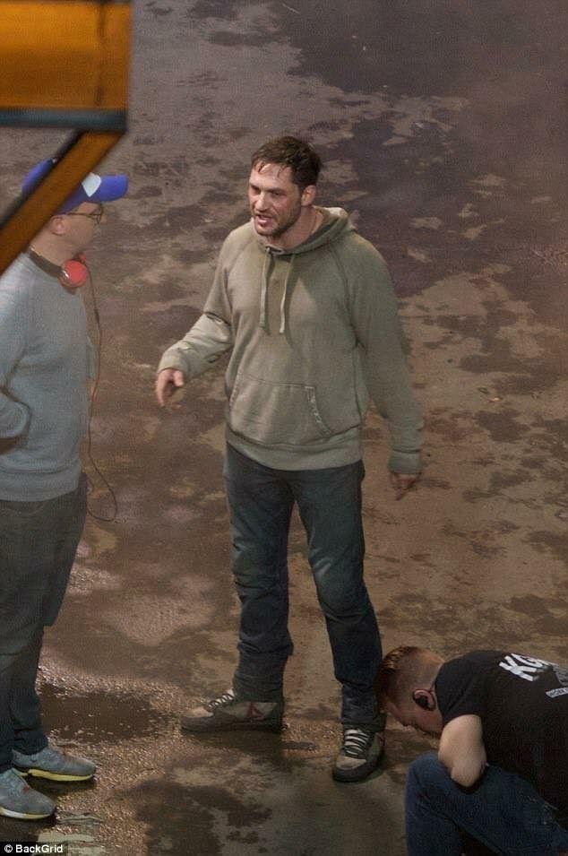 Tom on Venom set!! Pics shared on 11-4-17   Tom Hardy ...