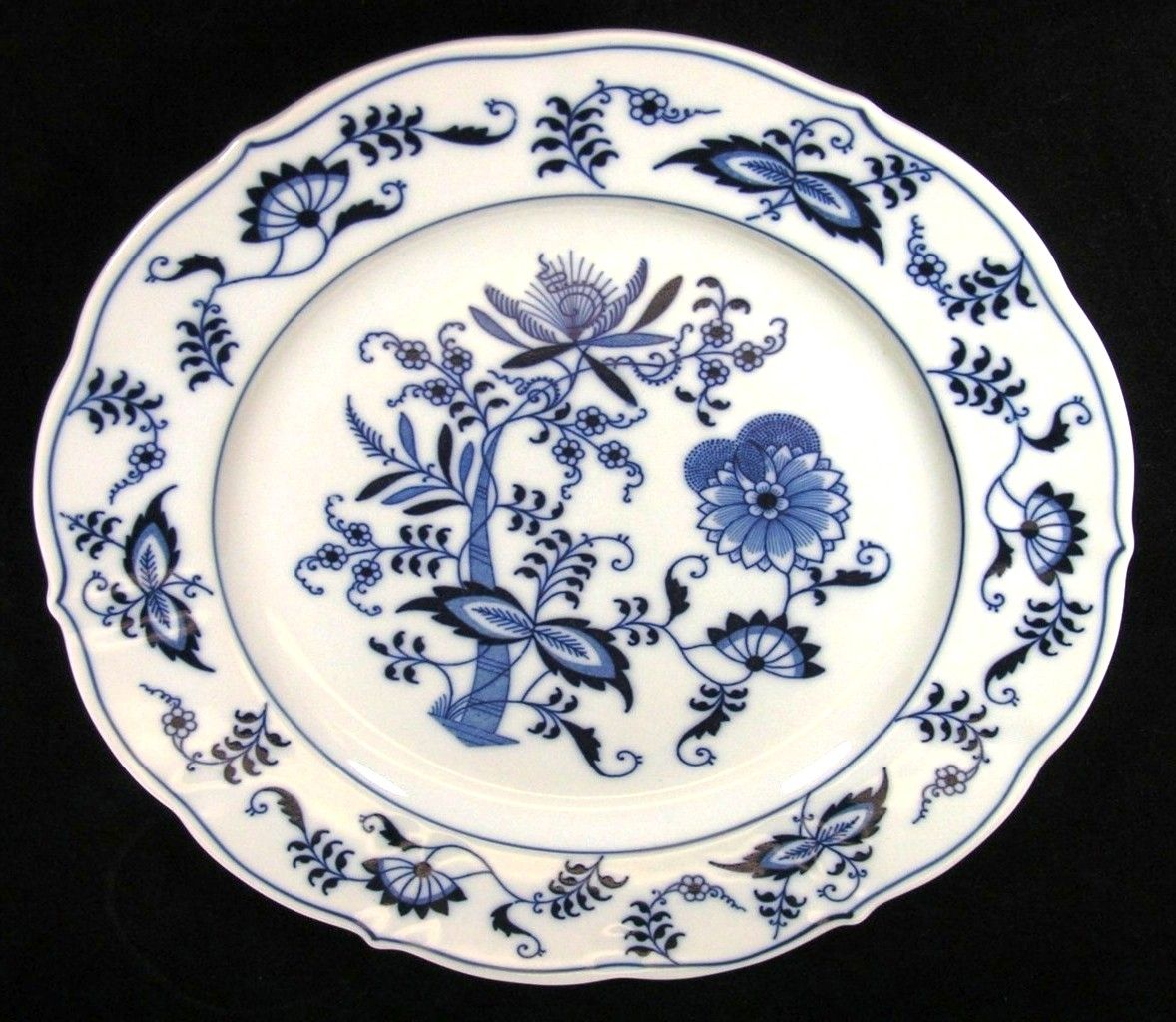 Blue Danube Blue Onion Ribbon Mark Dinner Plates//About the Blue Onion design The  sc 1 st  Pinterest & Blue Danube Blue Onion Ribbon Mark Dinner Plates//About the Blue ...