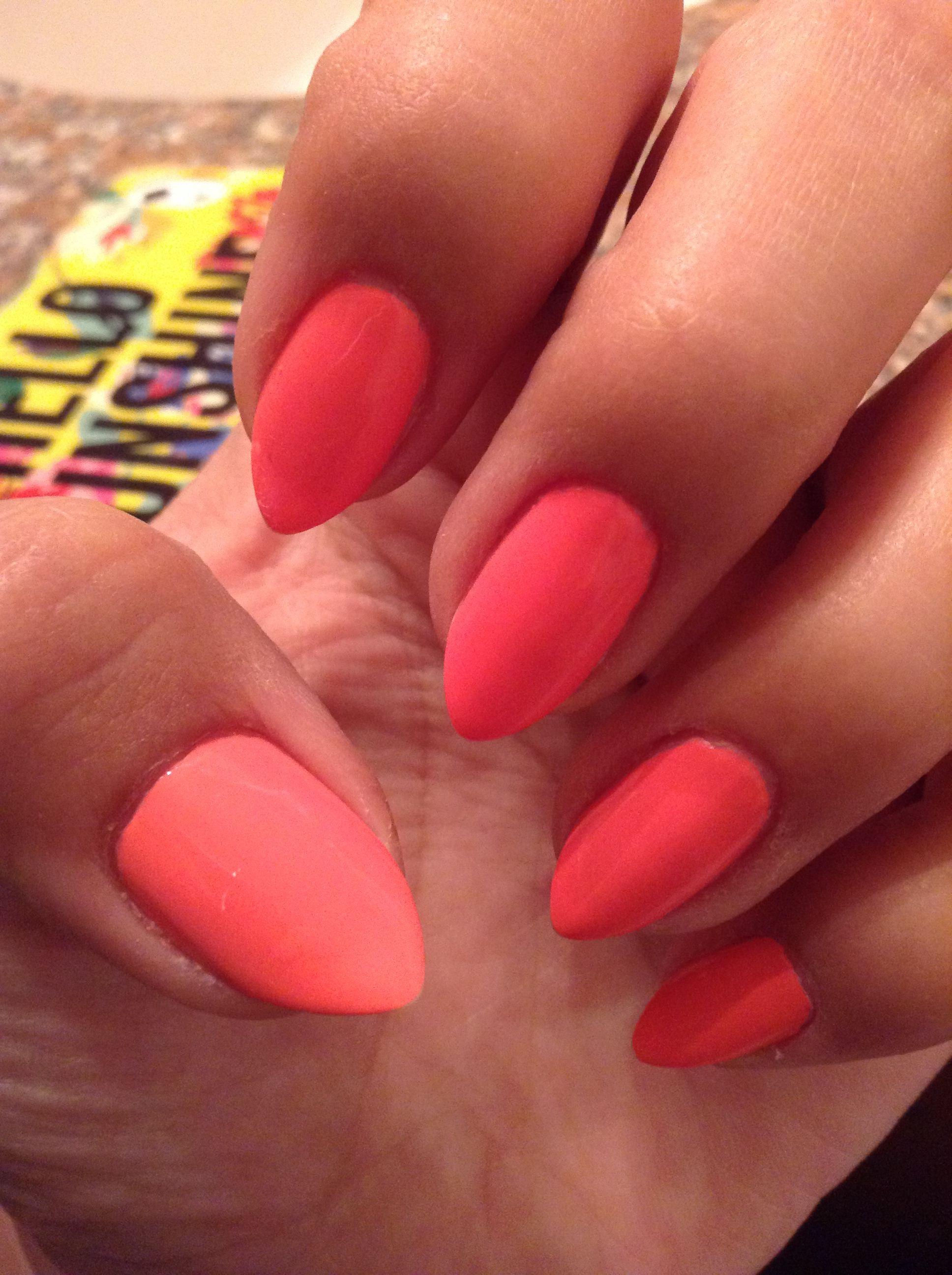 Almond Shape Nails Essie-Peach Daquiri