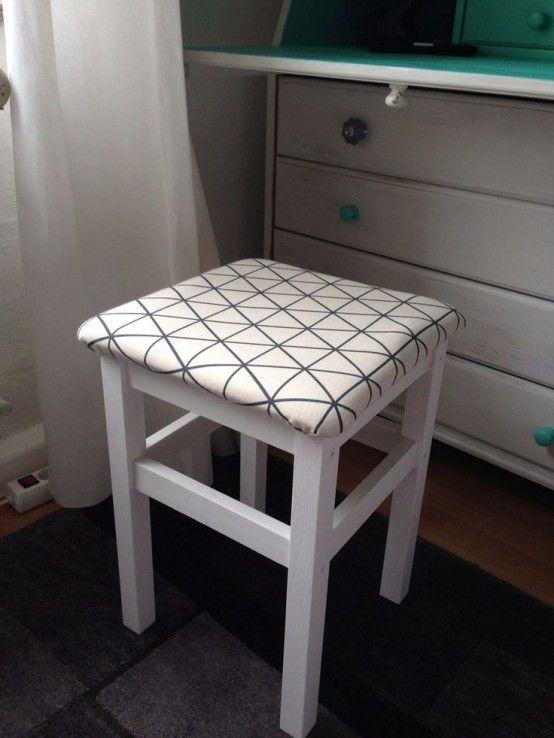 ikea oddvar tabouret rembourr poser pr s de la console pour enlever ses chaussures dans l. Black Bedroom Furniture Sets. Home Design Ideas