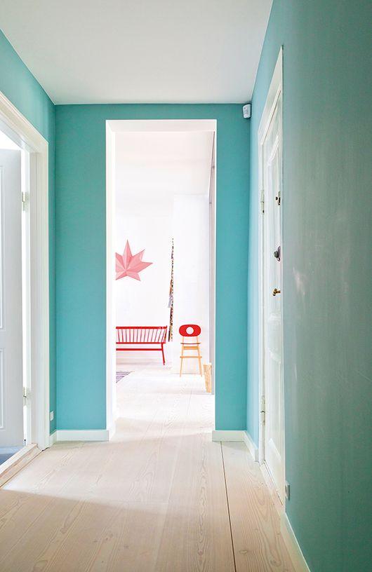farbe im flur wandfarbe kolorat t rkis flur. Black Bedroom Furniture Sets. Home Design Ideas