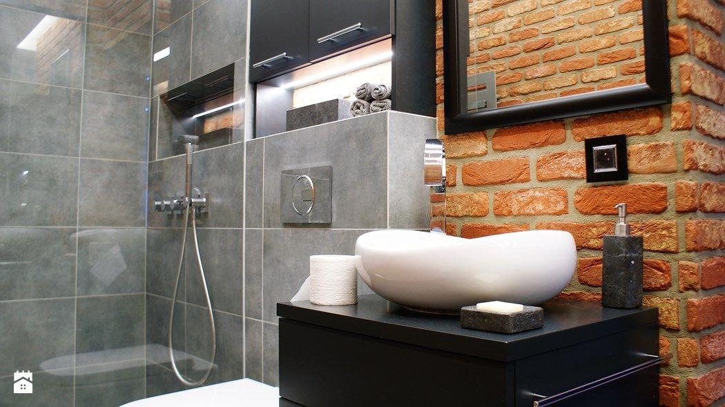 Stylowa łazienka Z Industrialnym Rysem I ścianą Z Cegieł