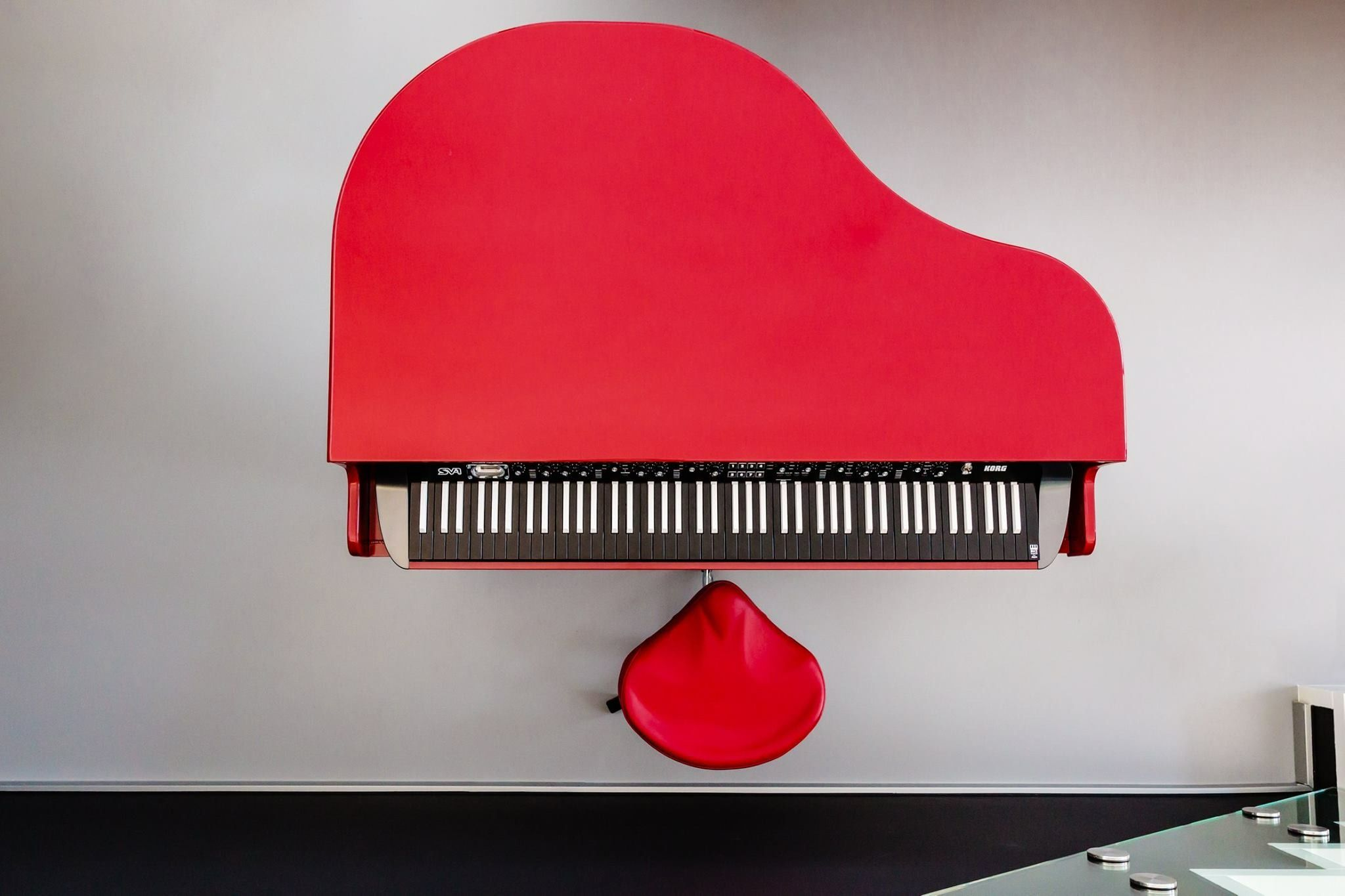 Beautiful Red Dutchgrand And Korg Sv 1 With Inverse Keys  # Muebles Violino