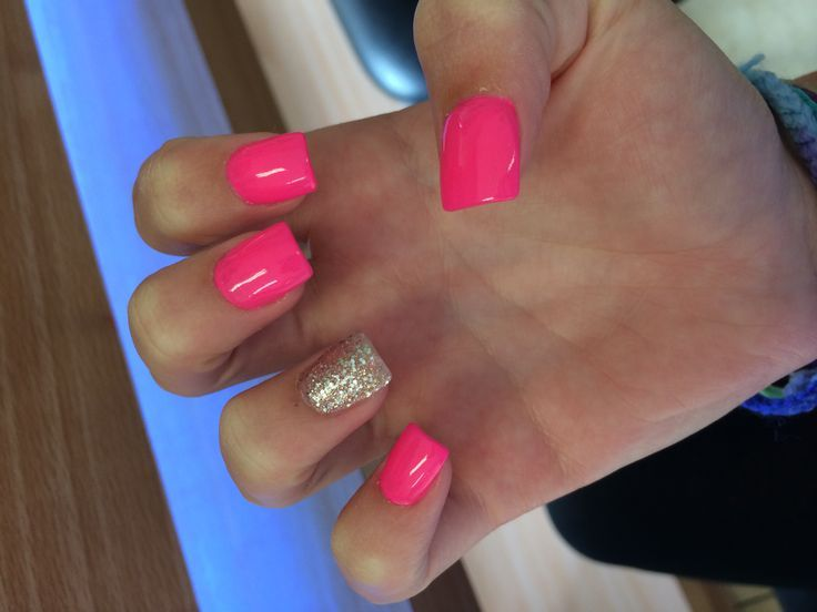 Hot Pink And Gold Love This Short Square Acrylic Nails Short Acrylic Nails Designs Square Acrylic Nails