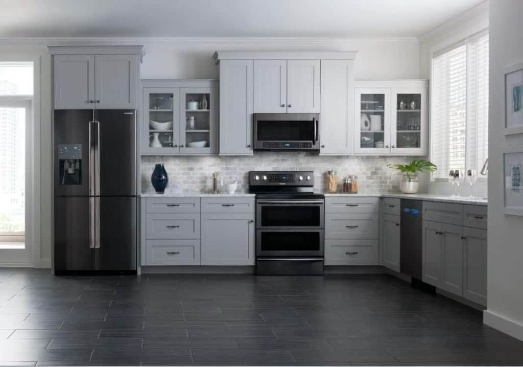 Durable And Popular Stainless Steel Kitchen Appliances Black Appliances Kitchen Kitchen Design Home Kitchens
