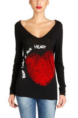 Camiseta de mujer Desigual modelo Gemma. Con esta camiseta de manga larga 100% algodón Desigual te entrega su corazón para que lo lleves siempre contigo. Disponible en varios colores.
