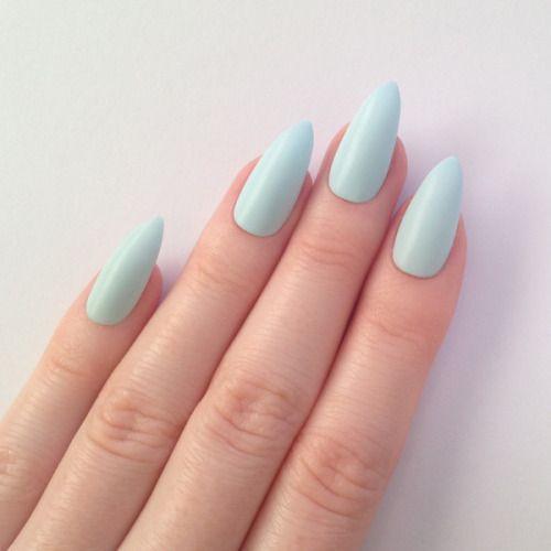 Qué color de esmalte debes usar para tu uñas según tu tono
