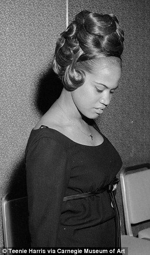 Photographer S Archive Spotlights Women S Hairstyles From The 40s Hair Styles Womens Hairstyles Hair Looks