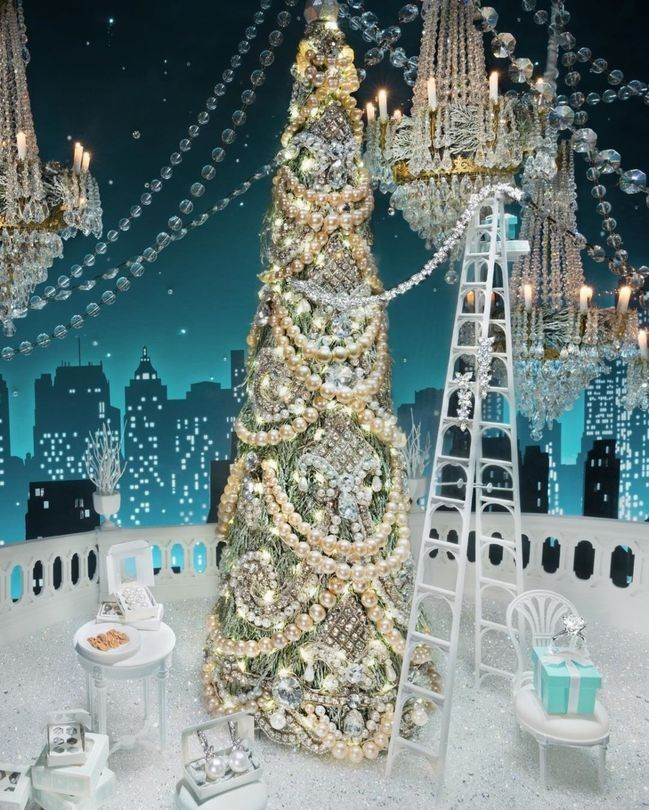 Culver City Christmas Tree: The Most Beautiful Christmas Windows Around The World