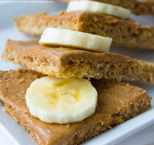 Almond buttered whole grain toast with sliced banana. Click for the recipe and sleep easy!