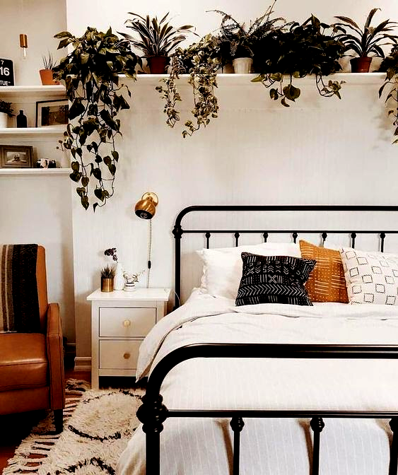 5 Apartment Decorating Tips That Optimize Space And Style Small Bedroom Decorating Ideas In 2020 Apartment Bedroom Decor Small Apartment Bedrooms Small Bedroom Decor