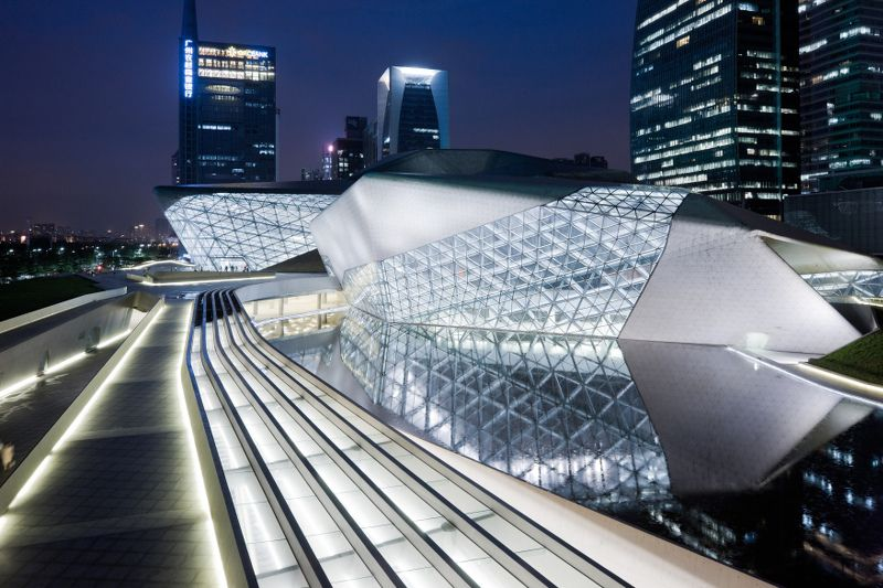 Un Opera Avec Vue Sur La Riviere Des Perles En Chine Zaha Hadid