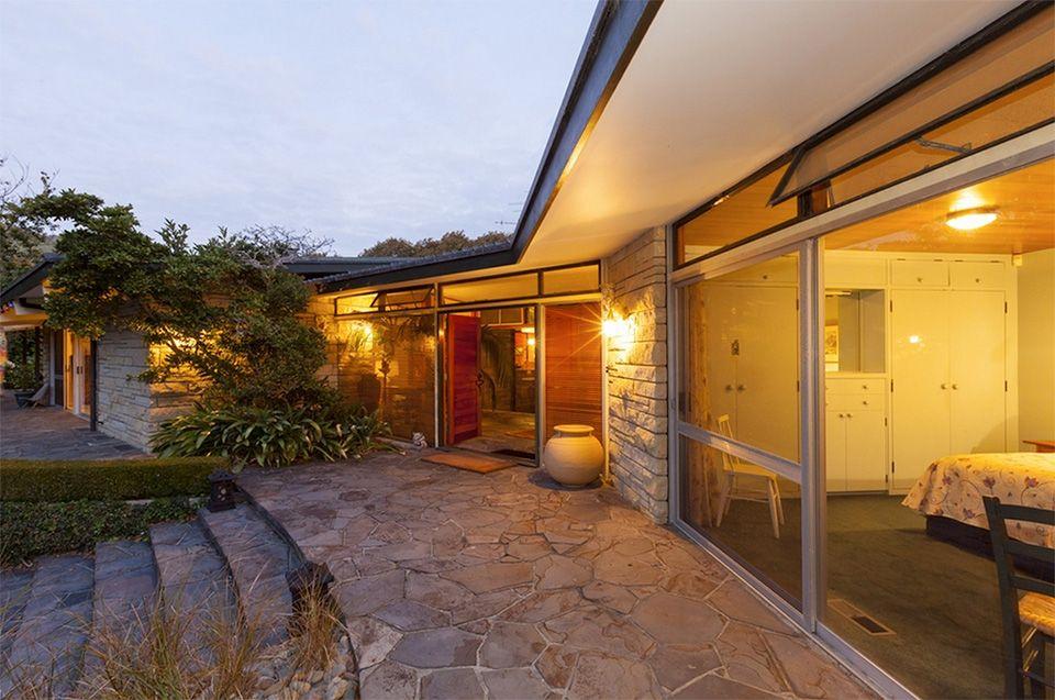 462 Te Moana Rd, Waikanae NZ Beach shack, Modernist, Moana