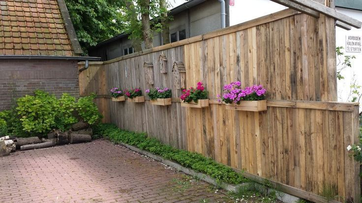 A Pallet Fence With Flower Boxes and Bee Hotels  A Pallet Fence With Flower Boxe #woodenflowerboxes