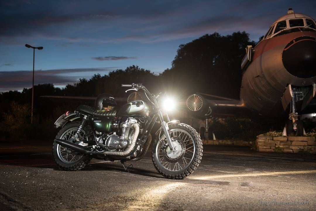 Custom Kawasaki W800 Scrambler Lumenatic Motorradfotografie Julian Eichhoff