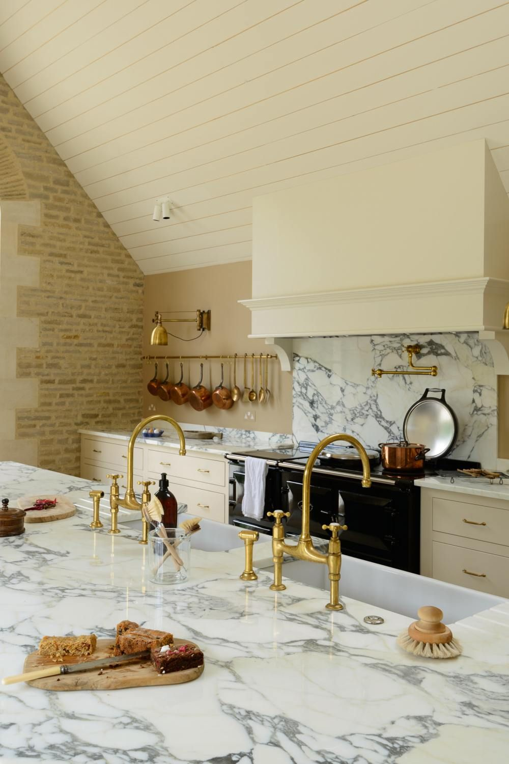 A Cotswold Barn deVOL Kitchens in 2020 Country kitchen