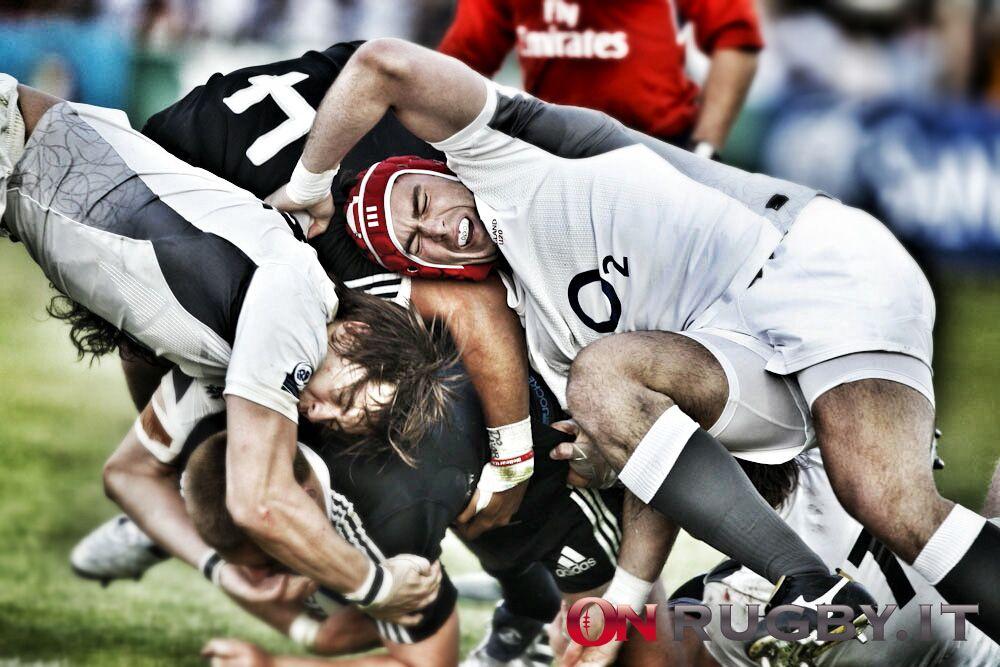 Il Rugby E Fantastico I Giocatori Non Indossano Caschi O Imbottiture Si Prendono A Botte E Poi Tutti Insieme A Bere Birra Lo Adoro Rugby Caschi Bere