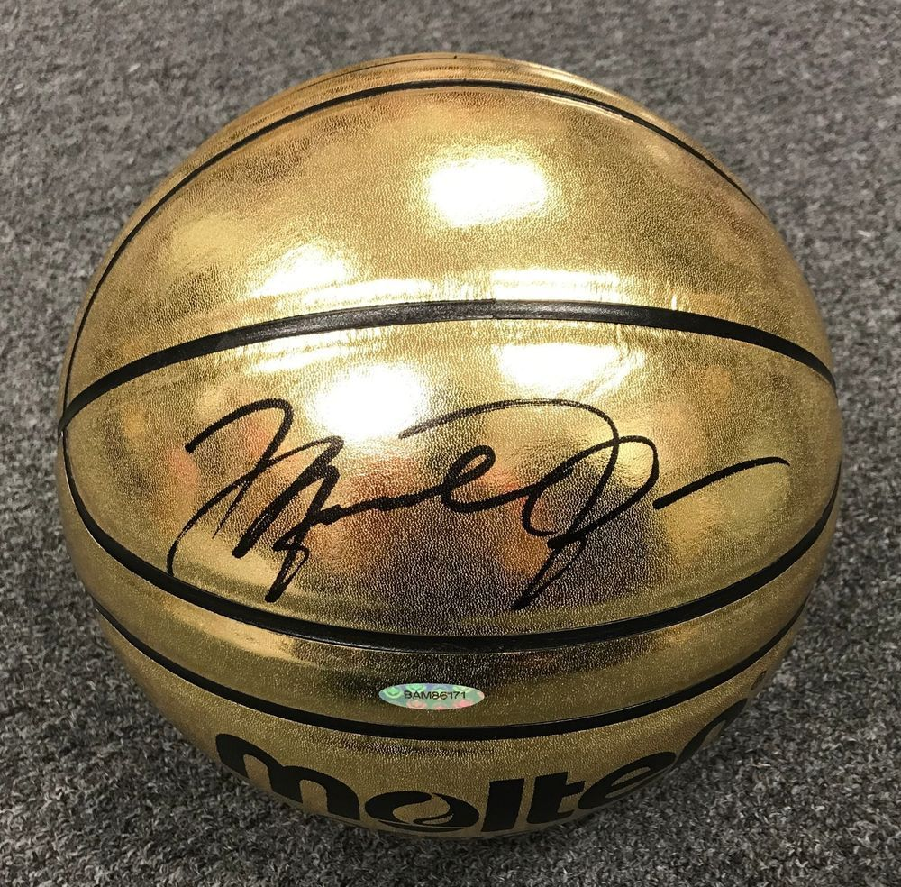 f04011e37201 Michael Jordan Signed Full Size MOLTEN Gold Basketball AUTO UDA COA + BOX   michaeljordan