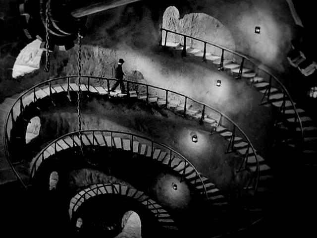 La torre de los siete jorobados, de Edgar Neville... el descenso al centro de uno mismo del que habla Octavio Paz y un recuerdo a aquella miserable de Mercedes Casanovas, agente literaria.