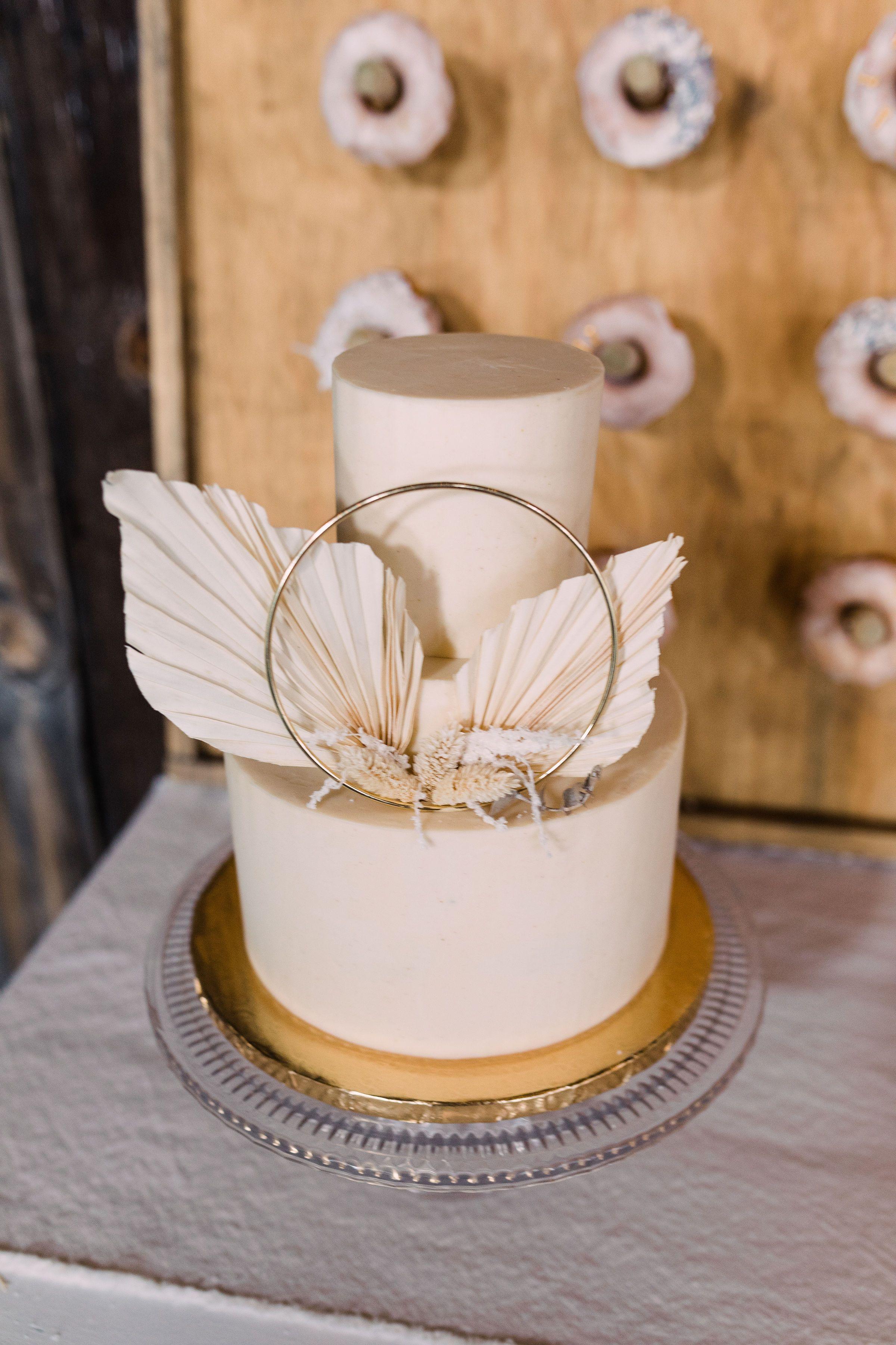 Boho Wedding Cake In 2020 Boho Cake Tiered Wedding Cake Bohemian Cake