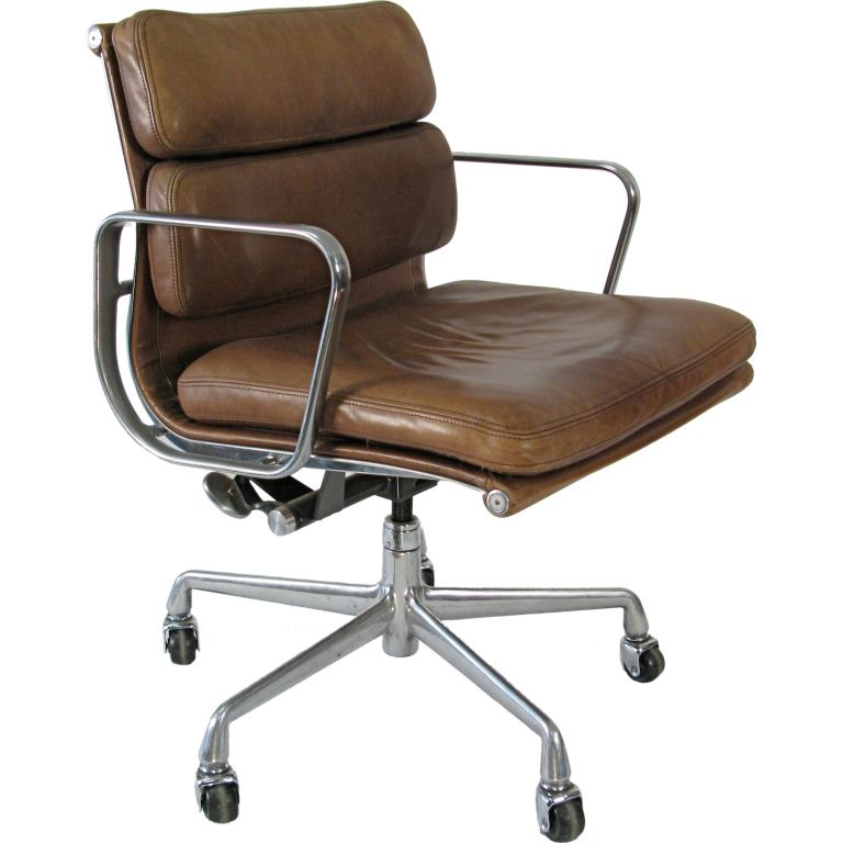 1970 Eames Soft Pad Management Chair Vicenza Leather