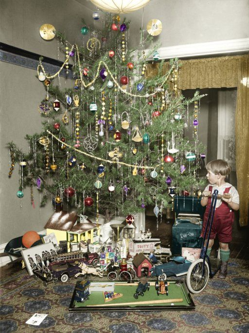 Christmas Tree Colorized 1922 Look At Those Awesome Old Toys This Reminds Me Of Dad He Would Have Been Five Years Old In Vintage Christmas Christmas Tree Decorations Antique Christmas