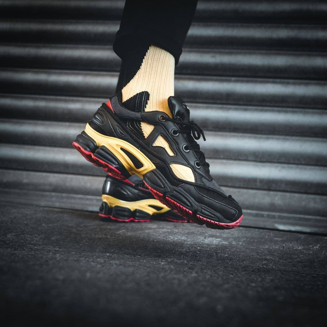 official photos fcc05 d11ae Adidas x Raf Simons Replicant Ozweego Pack « Belgium » | Raf ...