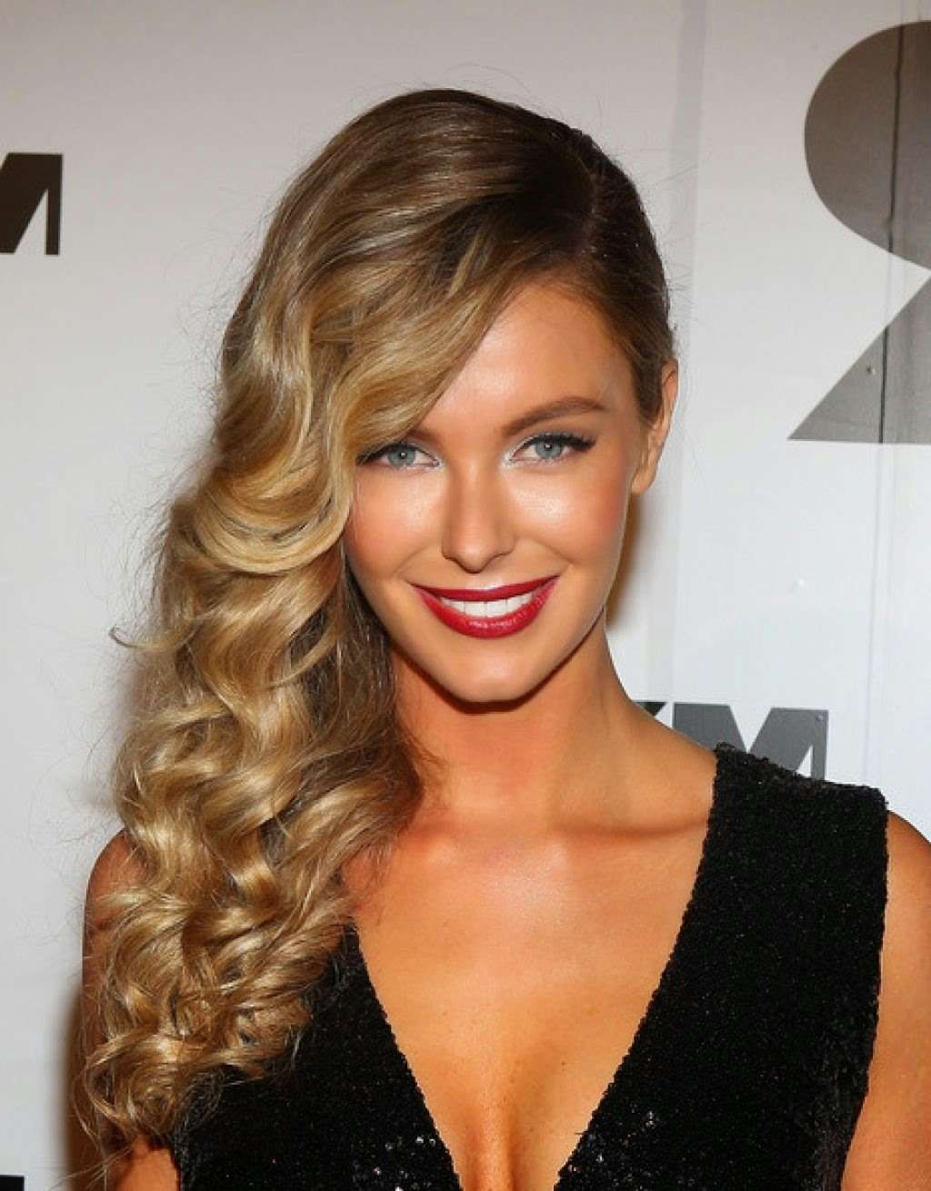 Long sideswept hair with tight curls onelady hair