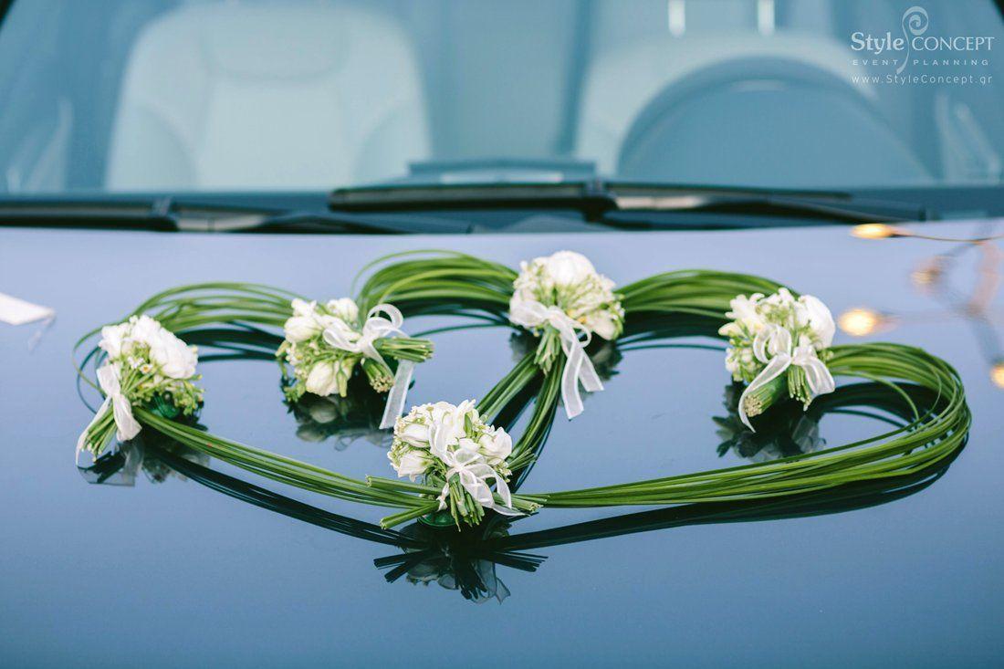 Wedding car flower decoration images  Heart shaped decoration with flowers for the wedding car  viragok