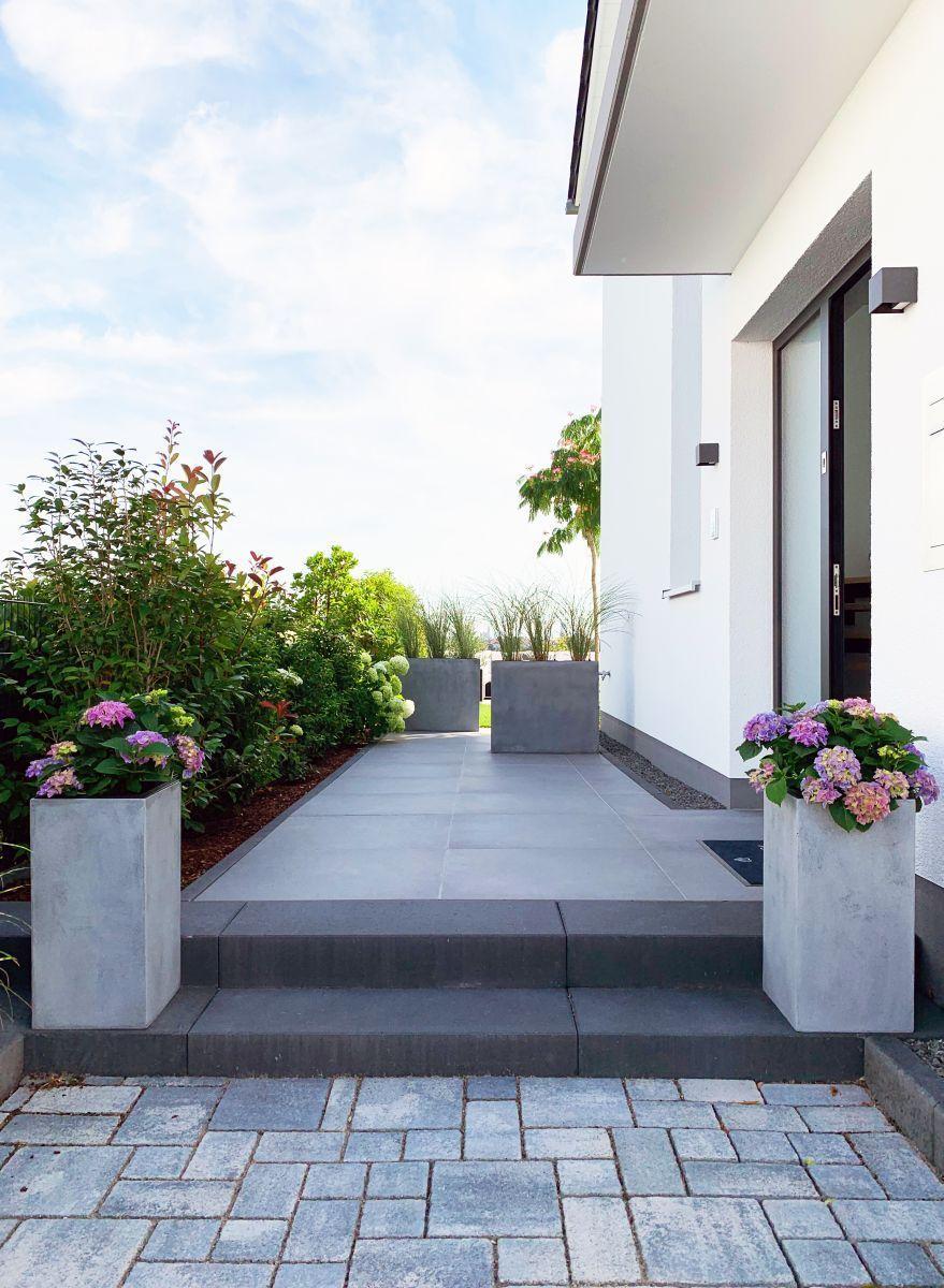 Pflanzkubel Grau Draussen Mit Hortensien Betonblockgarten