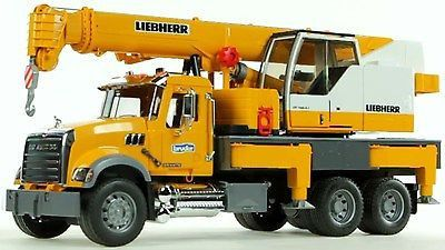 This Is The Mack Granite Liebherr Crane From Bruder Suitable For Ages 4 Up Features Boom On The Mack Crane Truck Extends To 50 Inches Tall Cou Funktionalism