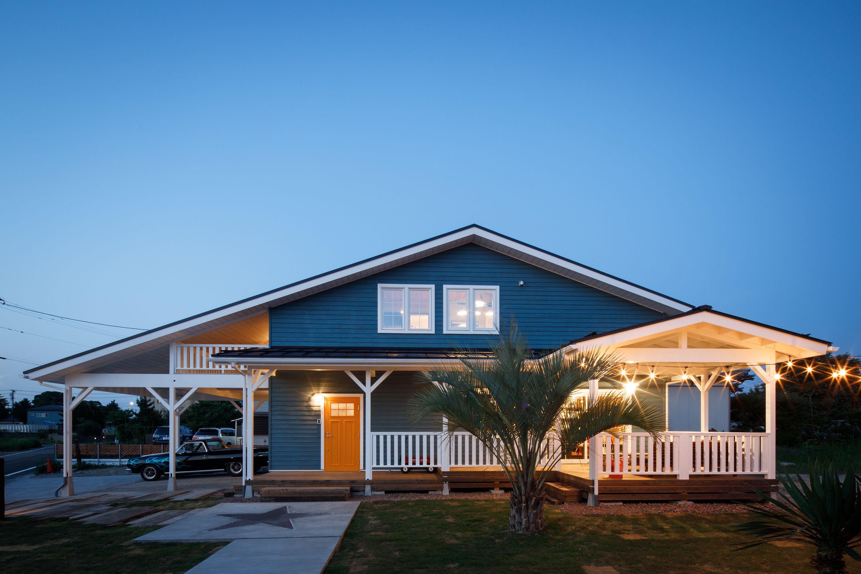 外壁はウッドサイディングをブルーグレー塗装 住宅 外観 おしゃれ