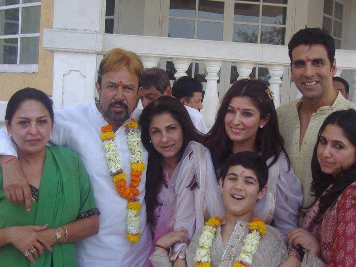 Rajesh Khanna, Dimple Kapadia,Twinkle Khanna, Akshay Kumar ...